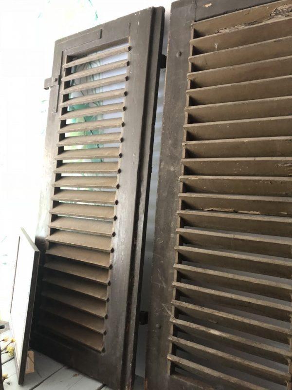 Bruine houten louvre deuren