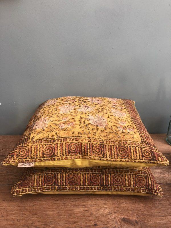 Gele kussens van Dutchbone