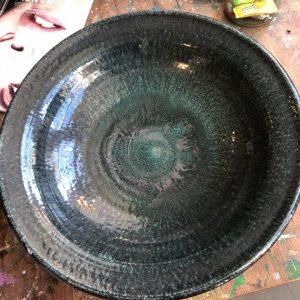Groot oud groene aardewerk schaal