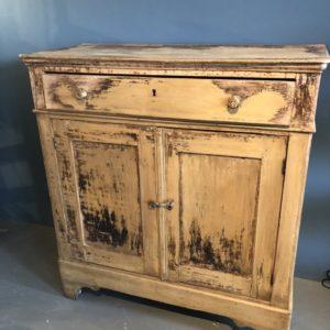 Oude houten franse kast met grote lade