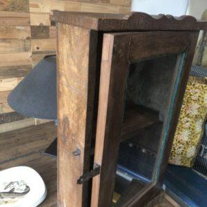 Mooi houten medicijnen/sleutel kastje met glazen deuren