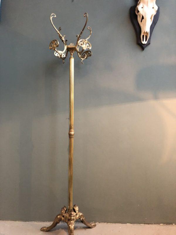 Oude metalen goudkleurige kapstok, barok