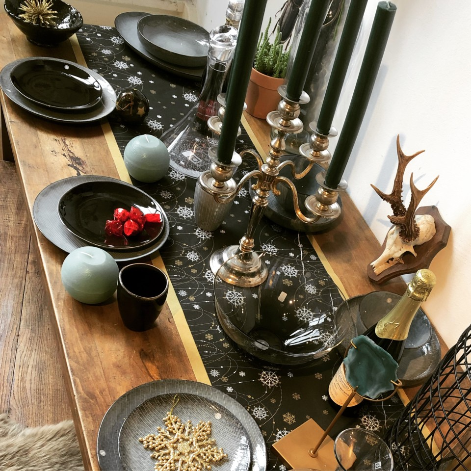 Christmas Table ... find your stuff at Vindustrial