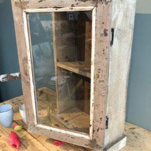 Houten medicijnen kastje met glazen deur
