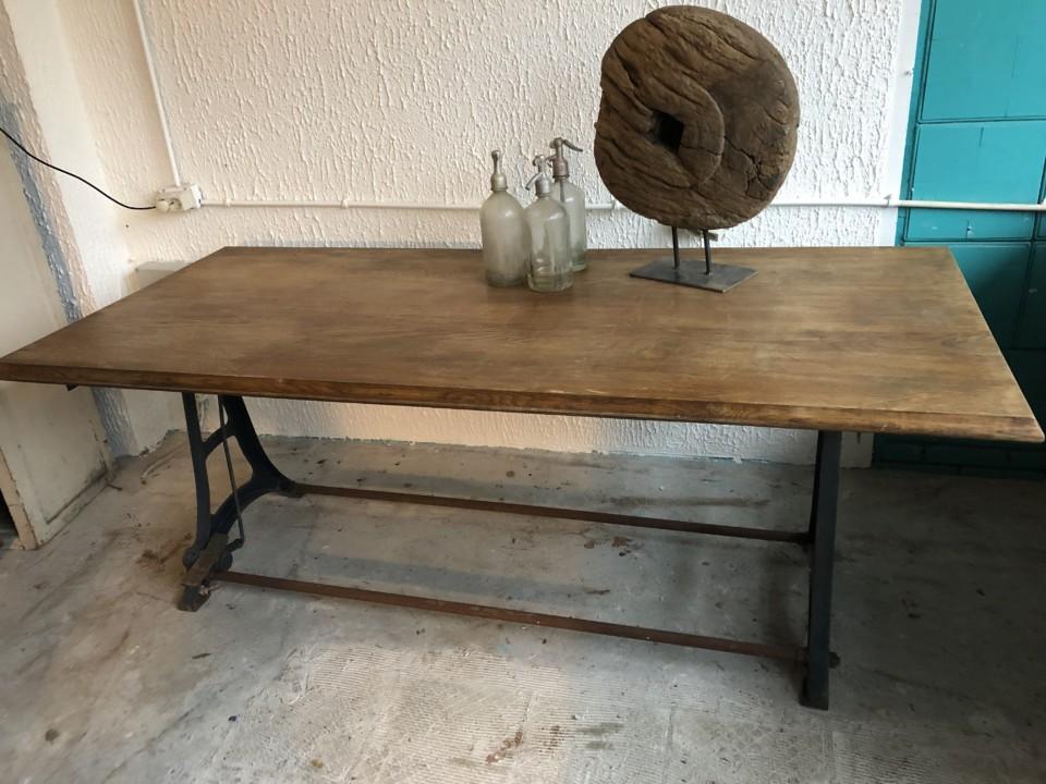 Antieke Houten Tekentafel.Oude Grote Houten Tekentafel Met Mooi Blad Op Industrieel