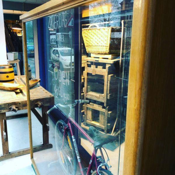 Oude grote houten vitrine jaren 70 vintage kast