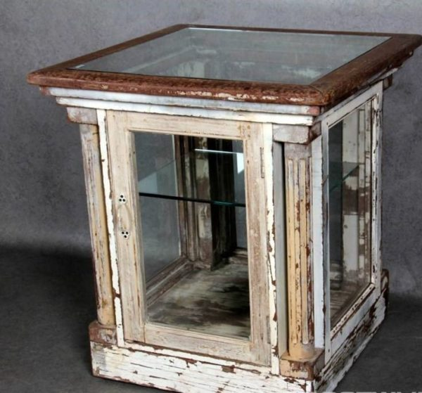 Antieke houten/glazen toonbank met glazen deur