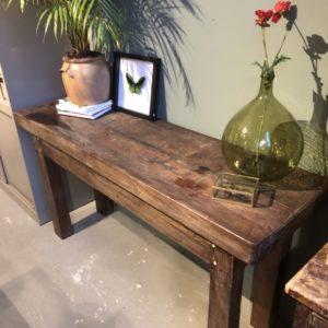 Oude houten lange werkbank