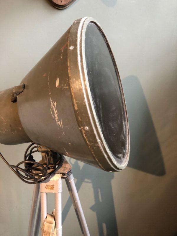 Industriele groene lamp op statief