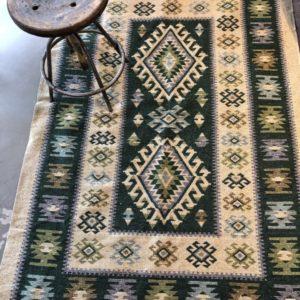 Groene kelim tapijt, vintage look