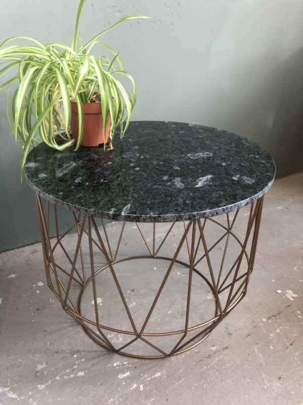Industriele tafel met groene marmeren blad