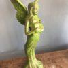 Engel met kind, van giet ijzer met een mooie groene kleur