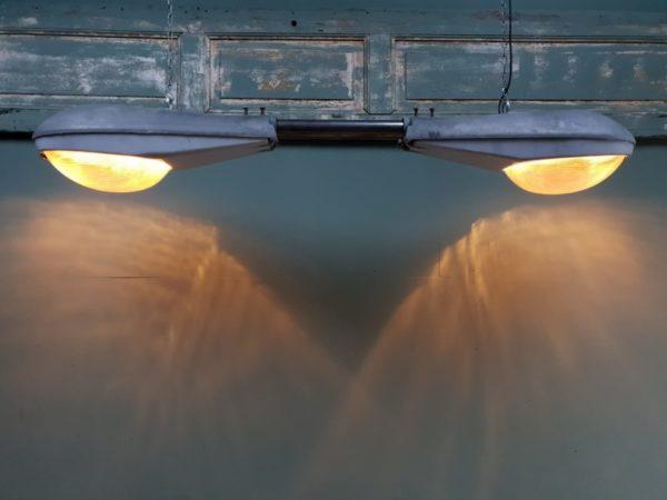 Oude industriele plafondlamp