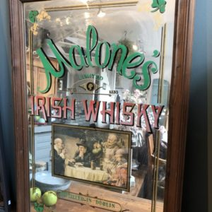 Grote oude Engelse saloon Irish Whisky spiegel in houten omlijsting