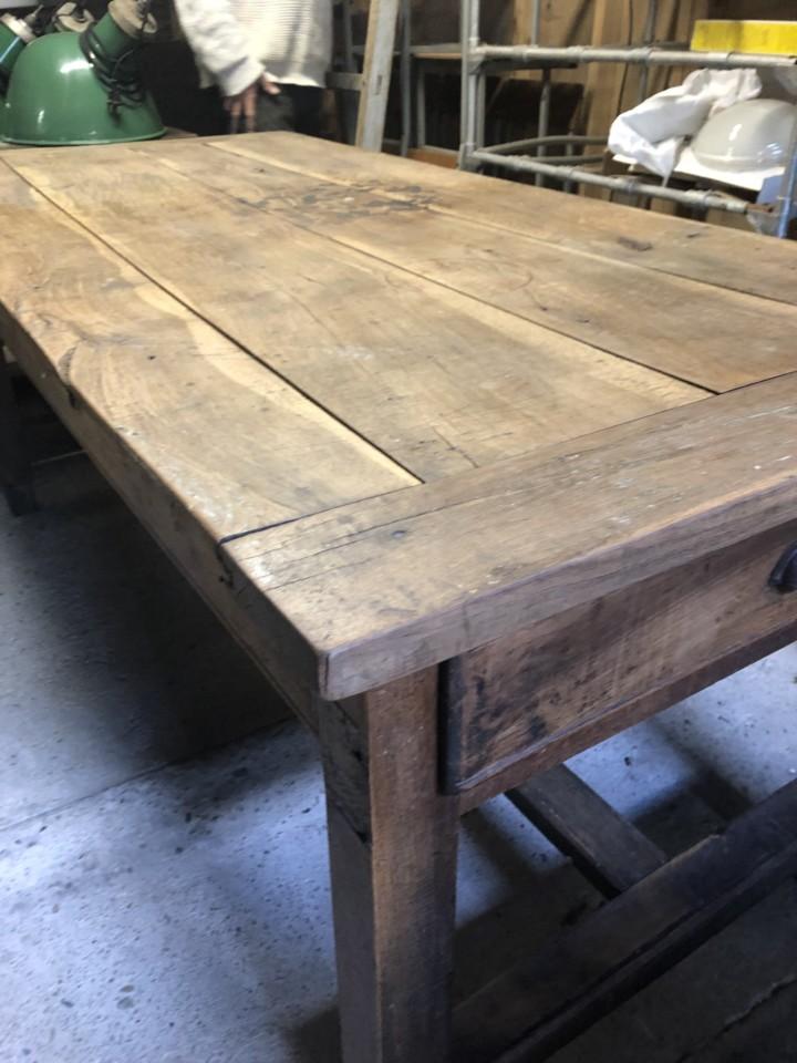 Oude Eiken Tafel.Antieke Oude Eiken Tafel Met Lade Aan De Zijkant Vindustrial