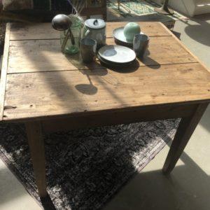 Oude Franse houten sidetable