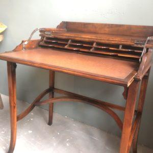Antieke houten bureau, uitschuifbaar