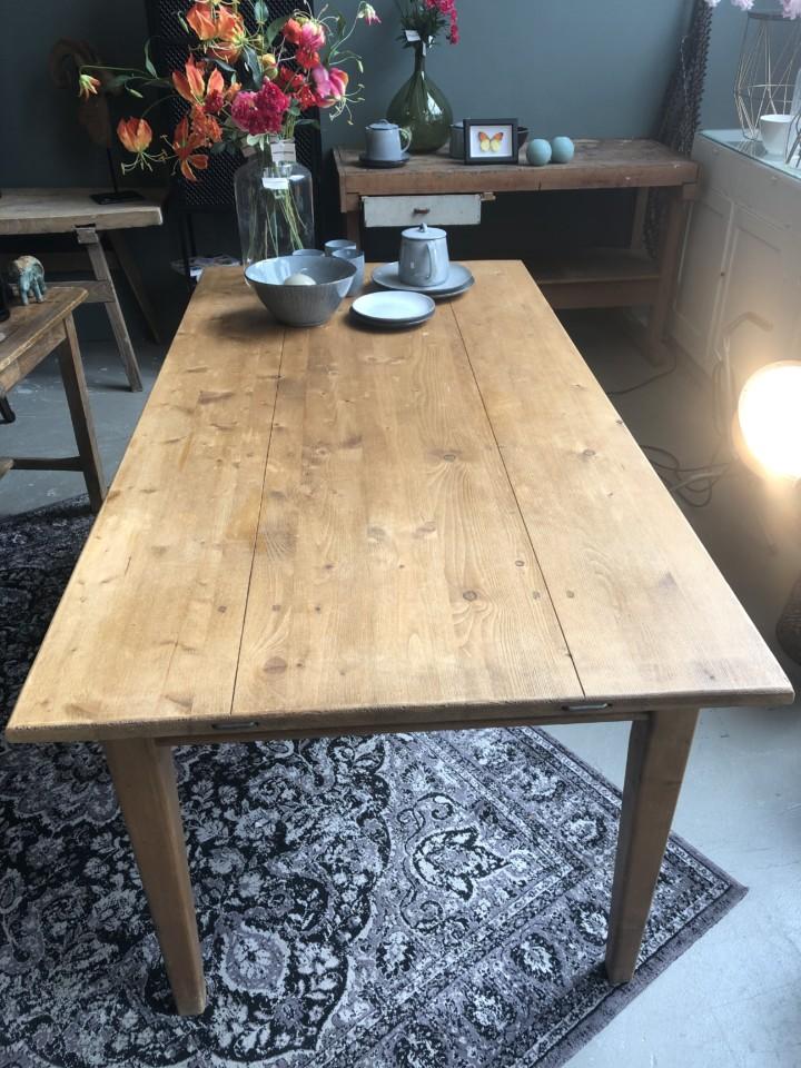 Vecchio tavolo (da pranzo) in legno con vecchi cassetti - Vindustrial