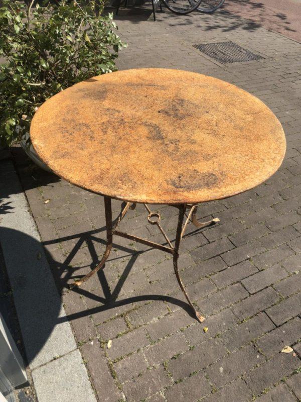 Oude ronde industriele (tuin) tafel, mooi verweerd/patina