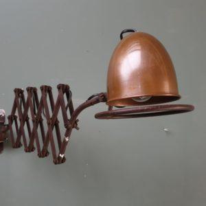 Oude industriele schaarlamp