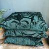 Groene kussens met palmmotief