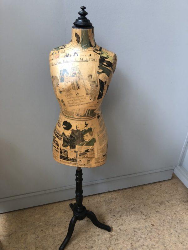 Oude Franse mannequin torso op houten standaard