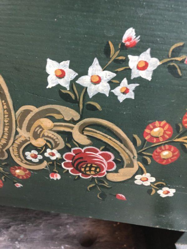 Oude Groene houten Hindelopen beschlderde schommelwieg