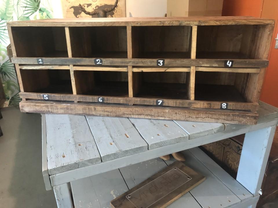 Wandplank 30 Diep.Oud Houten Vakkenkast Met 8 Compartimenten