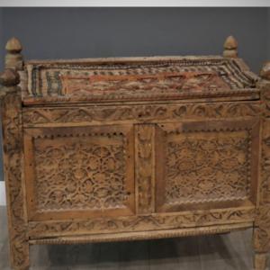 Antieke chinese houten bruidskist, mooi bewerkt