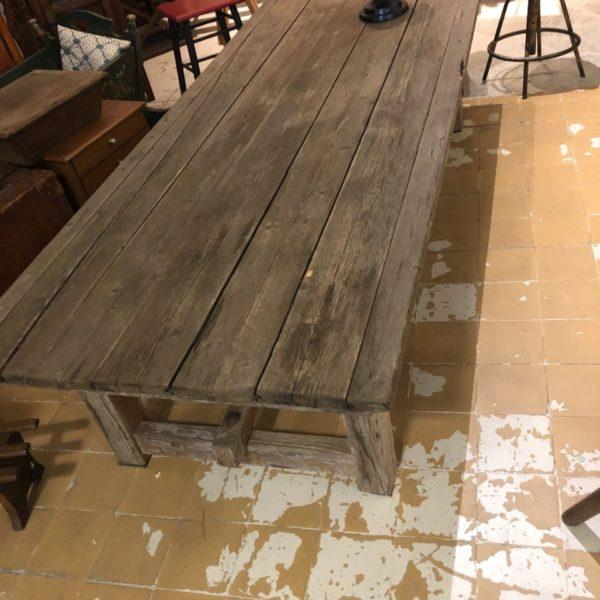Oude houten grenen tafel met mooie oude verbindingen