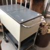 Oude archiefkast op wielen van het merk Gispen