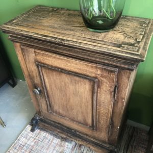 Antieke oude houten 1 deurs kast
