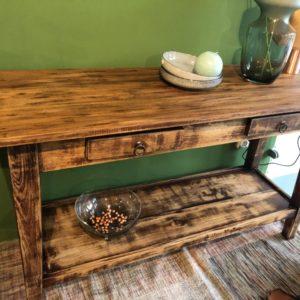 Oude houten eiken sidetable met 2 laden