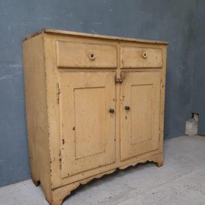 Oude houten oostenrijkse kast