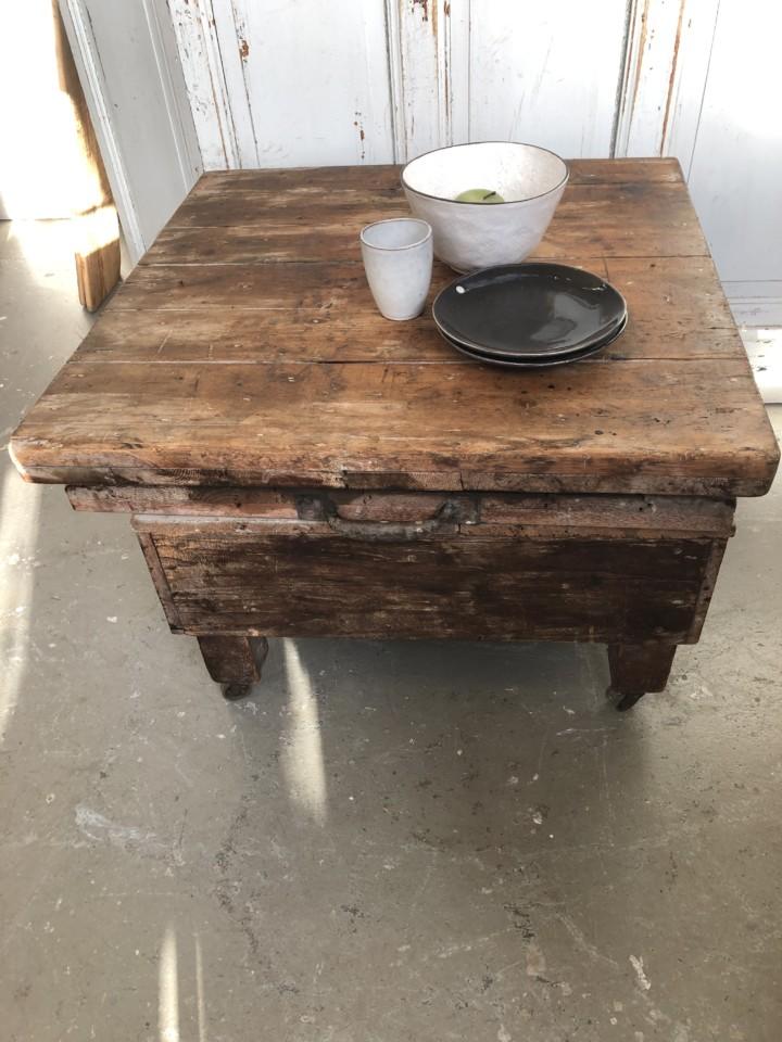 Onwijs Industriele oude houten robuuste tafel op wielen - Vindustrial NA-11