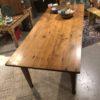 Lange oude houten eiken (eet) tafel met mooi houten blad