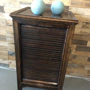 Oud houten rolluikkastje