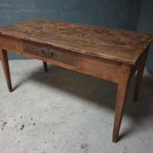 Oude houten Franse boerentafel met grote lade