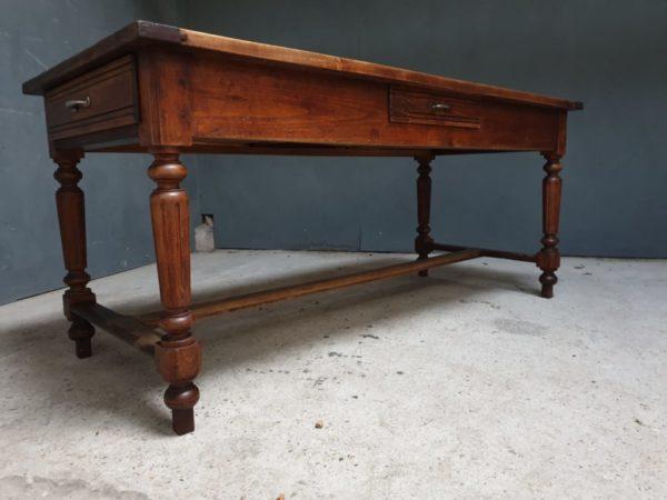 Franse oude houten lange (eet)tafel met 3 laden