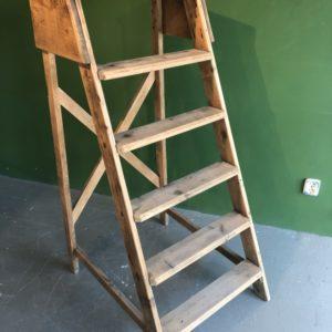 oude houten grote robuuste ladder