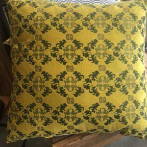 Mooie gele kussens met mooi print