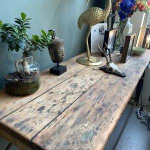 industriele oude houten werkbank