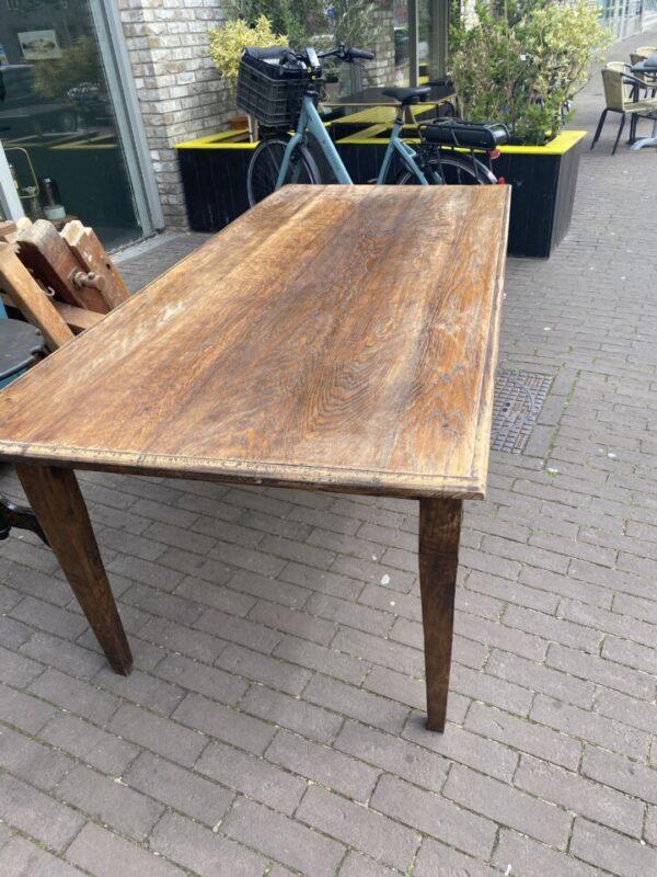 Lange oude houten eiken tafel met 2 laden