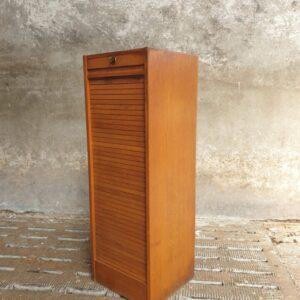 Oude houten rolluikkast