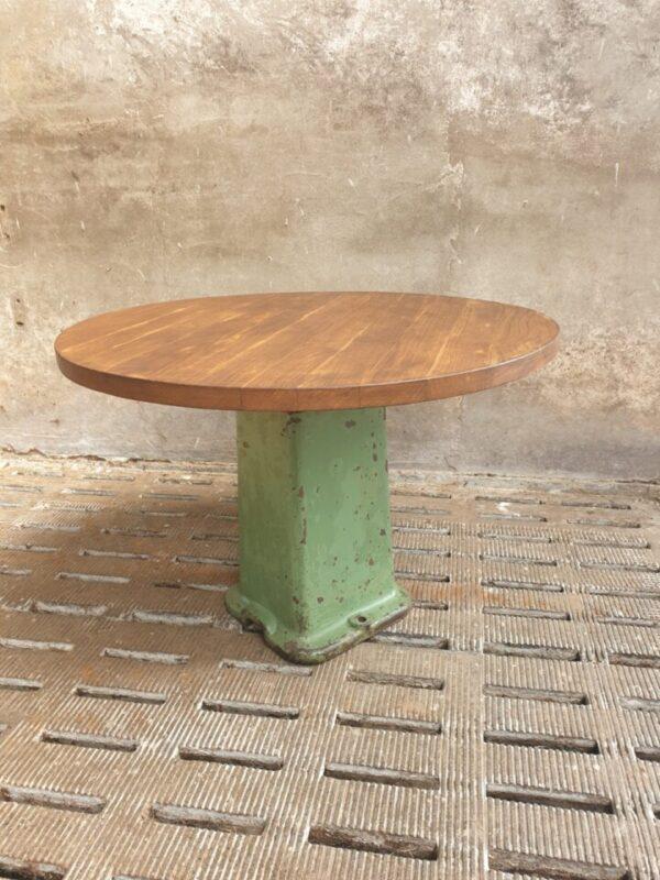 Industriele ronde houten tafel met groene gietijzeren poot