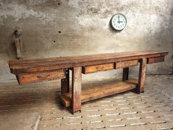 Oude Lange houten werkbank met 4 grote laden