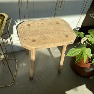 Oude houten boerenkruk