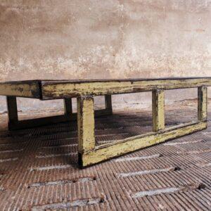 industriële salontafel geel/groene kleur
