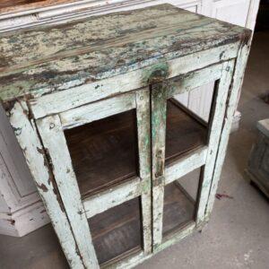 Mooie oude houten glazen kast