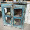 Mooi oude blauwe kast met glazen deuren